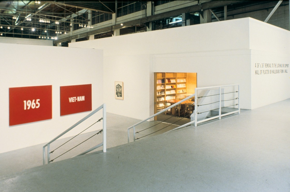 1965-1975: Reconsidering the Object of Art Installation View 01