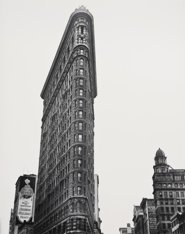 Flat Iron Building, (Broadway & 5th Avenue), New York