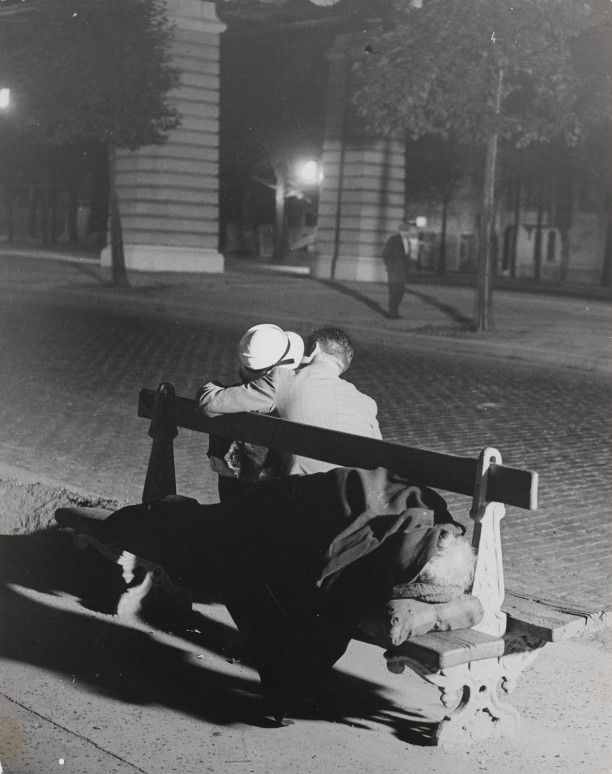 Lovers on a bench, Boulevard Saint-Jacques, next to a bum