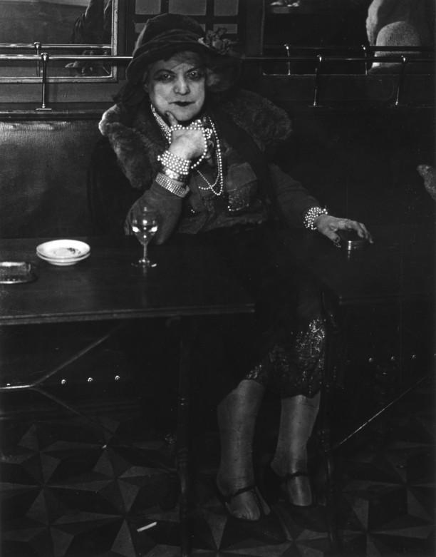 Miss Diamonds in the Bar de la Lune, Montmartre