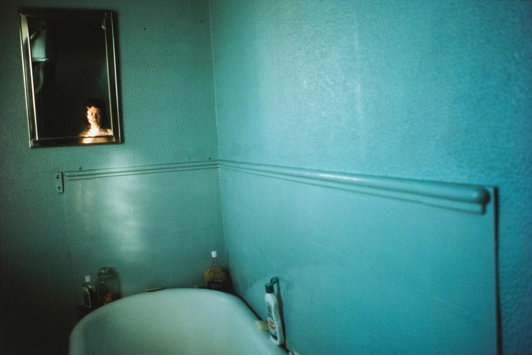 Nan Goldin, Self-portrait in blue bathroom, London