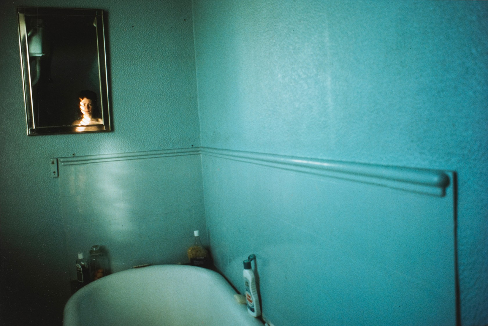 Nan Goldin, Self-portrait in blue bathroom, London
